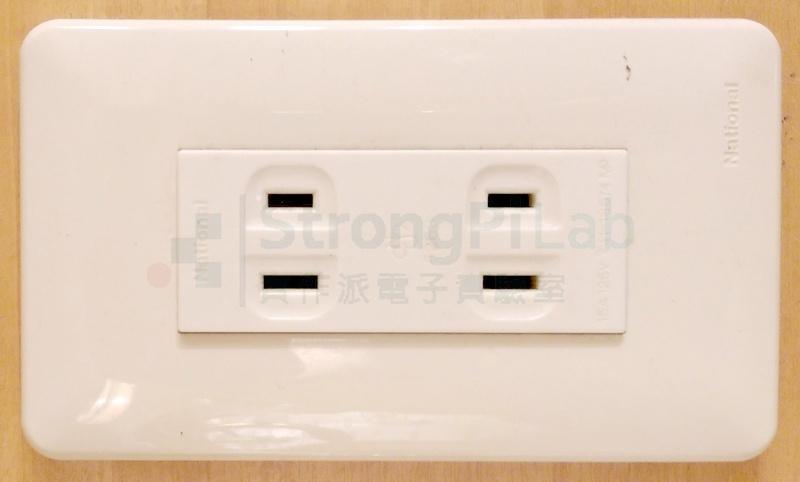 電源插座窄的是火線,寬的是中性線