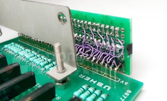 新的LED音量顯示器-背面複雜的焊接工作